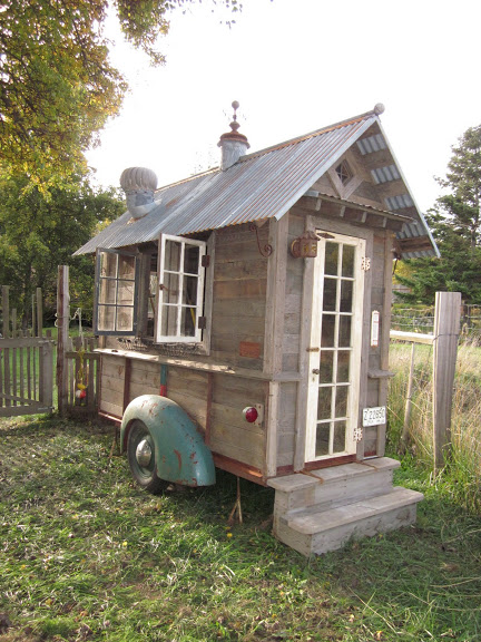 rustic-vintage-tiny-house-on-wheels-02